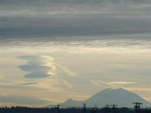 081205_rainier_cloud_03
