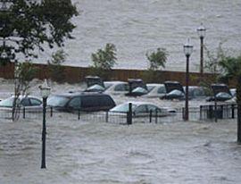 270px-Hurricane_Katrina_Mobile_Alabama_flooded_parking_lot_20050829